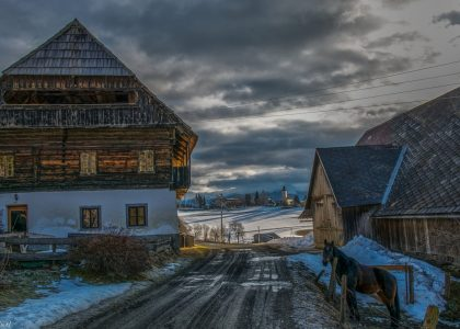 Alter Forsthaus im Winter